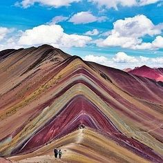 Rainbow mountains of Perù: it's a colour explosion •••••••••••••••••••••••••••••••••••••••••••••••••• Photo credit: @tristanoliff •••••••••••••••••••••••••••••••••••••••••••••••••• #rainbow #mountains #peru #vinicunca #paesaggio #travel #life #landscape #nature #green #discovery #biodiversity #science #geology #nikon #canon #wild #biology #gallery #place #earth #panorama #natgeo #natgeoit ••••••••••••••••••••••••••••••••••••••••••••••••••