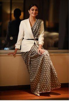 Saree With Belt, Saree Designs Party Wear, Drape Sarees, Grey Saree, Saree Poses, Latest Designer Sarees, Stylish Sarees, Elegant Saree, Saree Look