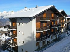 """Cascade 10 - Apartment - NENDAZ - Switzerland - 895 CHF """"Cascade 10"""", 5-room apartment 90 m2 on 1st floor. Beautiful furnishings: dining room. Exit to the balcony. Lounge with cable TV, flat screen and CD-player. Exit to the balcony. 1 room with 1 double b"""