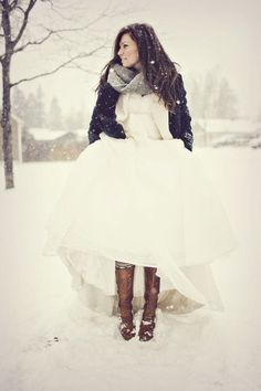 Never have I ever wanted a winter wedding more than from seeing pictures with gorgeous dresses, big snowflakes, and a cozy scarf.