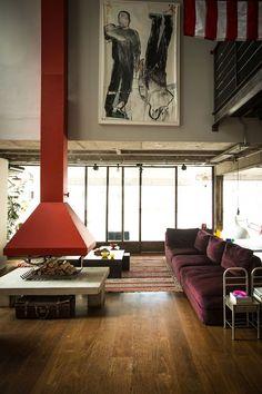 *esse sofa <3 .Estilo industrial dá personalidade a apartamento de jovem solteira (Foto: Thiago Mancini)