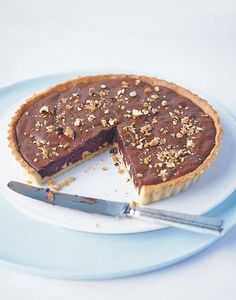 Chocolate and hazelnut pie - Healthy Food Mom Hazelnut Praline, Chocolate Hazelnut, Chocolate Recipes, Dessert Chocolate, Tart Recipes, Gourmet Recipes, Healthy Recipes, Dried Vegetables, Bakken