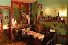 Love this museum! Levine Family Kitchen, Lower East Side Tenement Museum (Courtesy of Battman Studios) Harbor Park, Rainy Day Fun, Rainy Days, New York Harbor, New York Museums, Manhattan Nyc, New York City Travel, Lower East Side, Family Kitchen