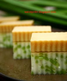 Cendol Agar-Agar by Table for Or More. Hope it satisfies ur jelly craving! Baby in tummy will be happy! Jelly Desserts, Jelly Recipes, Köstliche Desserts, Delicious Desserts, Dessert Recipes, Pudding Desserts, Malaysian Dessert, Malaysian Food, Malaysian Recipes
