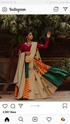 In this post, you can find many best Navratri Dress Images and Navratri Outfit. if you want to buy it or want it in rent you can check this post. Garba Chaniya Choli, Garba Dress, Navratri Dress, Bridal Lehenga Choli, Navratri Garba, Navratri Festival, Choli Dress, Indian Lehenga, Silk Lehenga