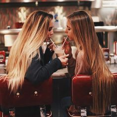 Me and my besties do this by all the time Go Best Friend, Best Friend Pictures, Best Friend Goals, Best Friends Forever, Friend Pics, Friend Tumblr, Videos Instagram, Good Vibe, Gal Pal