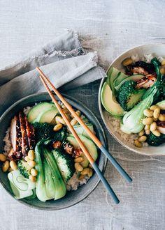 Teriyaki kip sushi bowl - Uit Pauline's keuken Easy Healthy Recipes, Asian Recipes, Chicken Sushi, Sushi Bowl, Food Bowl, Happy Foods, Sashimi, I Love Food, Food Inspiration