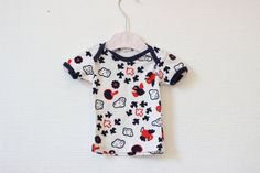 vêtement vintage, vêtement bébé, haut bébé, habit bébé, vêtement,T-shirt vintage, t-shirt bébé, t-shirt bébé 6 moi, t-shirt rouge bleu blanc