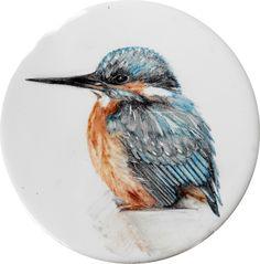 """""""Martín pescador"""". Posavasos. Técnica sobre cubierta/ barro rojo.13 cm. de diámetro. Pintada a mano con esmaltes cerámicos."""