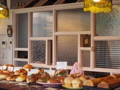 宜野湾のパン屋「ほっぺパン」店内の様子