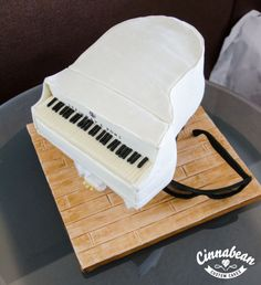 Sculpted cake - baby grand piano
