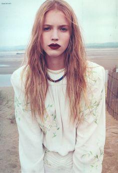 dark lips and beach waves