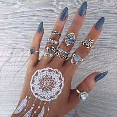Amazing cool Joyas bohemias de Bohomoon – We Love Boho cool Bohemian Bohemian Jewelry – We Love Boho Henna Designs, Nail Art Designs, Nail Design, Ring Designs, Nail Jewelry, Body Jewelry, Jewlery, Jewelry Shop, Jewelry Stores