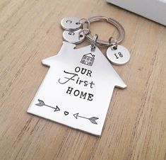 Help close friends change holds into residences with the use of housewarming yields with personalised presents. First Home Key, First Home Gifts, New Home Gifts, Button Family Picture, Family Picture Frames, Romantic Gestures For Him, Romantic Gifts For Her, Housewarming Wishes, House Keyring