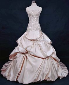 OMG!  I would so wear this pink wedding gown if I were getting married again (to Pat)!