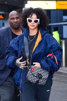 Rihanna and her street style are always changing. Here, 30 plus looks that you definitely dont want to miss. Black Girl Fashion, Look Fashion, Fashion Photo, Fashion Outfits, Womens Fashion, 50 Fashion, Fashion Styles, Estilo Rihanna, Rihanna Fan