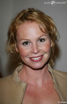 """Carole Richert, née le 28 septembre 1967 à Strasbourg, est une actrice française. Elle a étudié au Conservatoire National Supérieur d'Art Dramatique. Elle est notamment connue pour son rôle dans la série """"Clem"""" (et joue le rôle de la grand-mère de Valentin) diffusée sur TF1"""
