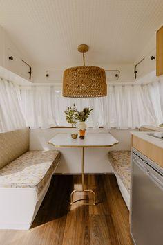 Vintage caravan This beauty could be yours - The Interiors Addict - Wohnwagen Vintage Caravans, Vintage Trailers, Caravan Makeover, Airstream Renovation, Living Vintage, Vintage Vans, Vintage Rv, Vintage Campers, Vintage Motorhome