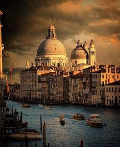 Venice. Italy    //  Top Things To Do In Italy Holidays, Italy Landmarks, Cities in Italy,  Top Italy Attractions, Best Places To Visit In Italy, Where is Italy  #italian #italy #italy4people #italianstyle #italianfashion  #italytravel #goplaces #italianfood #italiandesign
