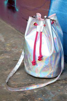 DIY: bucket bag (in German) Bucket Bag, Italian Handbags, Diy Mode, Marc Jacobs Handbag, Designer Wallets, Wholesale Handbags, Diy Accessories, Sewing Tutorials, Sewing Diy