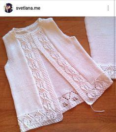 Auf dieser Seite Girl Weaves, Vest and Crochet Girl Dresses Baby Knitting Patterns, Knitting For Kids, Knitting Designs, Knitting Stitches, Crochet Girls, Crochet For Kids, Crochet Baby, Knit Crochet, Baby Dress Design