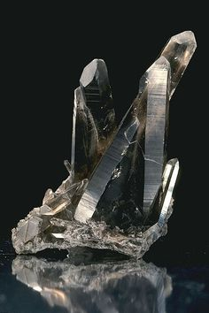 These are pictures of different types of crystals of elements, minerals, and compounds. Some crystals can be grown, while others are found in nature. Minerals And Gemstones, Rocks And Minerals, Natural Crystals, Stones And Crystals, Gemstone List, Gemstone Jewelry, Mineral Stone, Smokey Quartz, Smokey Topaz