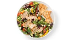 Souvlaki Salad with Pitas Lunch Box Recipes, Quick Dinner Recipes, Appetizer Recipes, Clean Eating Chicken, How To Cook Chicken, Cooked Chicken, Lunch Menu, Dinner Menu, Recipe Greek Dressing