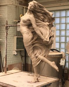 """flyingwithlostboys: """" omniapod: """" sixpenceee: """"Fly high by Luo Li Rong """" There is so much movement captured, yet its completely still like frozen in time. I love it """" Luo Li Rong is a fucking. Clay Art, Amazing Art, Awesome, Sculpting, Contemporary Art, Street Art, Fine Art, Artwork, Model"""
