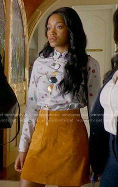 Zayday's printed shirt and suede skirt on Scream Queens.  Outfit Details: https://wornontv.net/60585/ #ScreamQueens