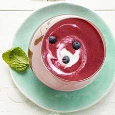 Blueberry and Yogurt Soup with Lime Swirl - Receitas Pratos Healthy Recipes For Weight Loss, Good Healthy Recipes, Healthy Foods To Eat, Easy Recipes, Healthy Eating, Healthy Soups, Amazing Recipes, Clean Eating, Bowl Of Soup