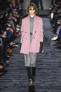 Max Mara Fall 2018 Ready-to-wear Milan Collection - Vogue