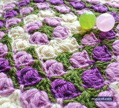 Crochet Puff stitch Square blanket pattern: Diagram + step by step instructions, 3 Color combinations. Granny Square Häkelanleitung, Granny Square Crochet Pattern, Crochet Stitches Patterns, Crochet Squares, Crochet Motif, Crochet Designs, Crochet Yarn, Crochet Hooks, Stitch Patterns