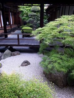 Japanese garden. I love this. it is simple and yet elegant looking. #JapaneseGarden