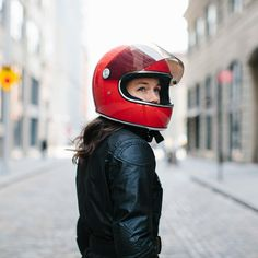Like the flat replacement shields, this exclusive mini bubble shield for Gringo S helmets is available in wide range of in-mold colors and high-tech reflective tints. Retro Motorcycle Helmets, Motorcycle Outfit, Riding Helmets, Chicks On Bikes, Roland Sands, Open Face Helmets, Custom Helmets, Look Retro, Biker Chic