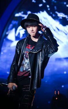 TFBOYS Vương Tuấn Khải tiệc sinh nhật 17 tuổi