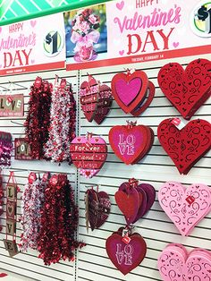 48 Elegant Dollar Tree Valentines Decoration Ideas - My Design Fulltimetraveler Valentine Tree, Valentine Day Wreaths, Valentines Day Party, Valentine Day Crafts, Holiday Crafts, Homemade Valentines, Valentine Ideas, Valentinstag Party, Valentines Decoration
