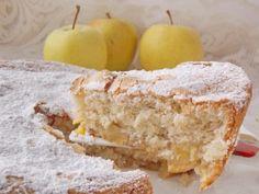 Шарлотка с яблоками  Есть два рецепта яблочной шарлотки. Один — из ломтиков хлеба. А второй – тот пирог, который я сейчас предлагаю Вам испечь – пышный, мягкий и нежный, как бисквит; с кусочками яблок, ароматом корицы и лёгким снежком сахарной пудры на тонкой, хрустящей корочке!