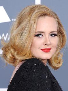 Los cortes de pelo para cara redonda deben hacer ver menos volumen en el contorno de la cara reduciendo la apariencia de redondez...