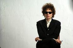 Кейт Бланшетт в образе Боба Дилана - шедевр актерской игры и работы гримеров.