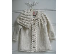 """Child Knitting Patterns Zia & Tia Natural Hand knit Cable Matinee Sweater - Women the sample is free on """"Drops"""" Baby Knitting Patterns Baby Knitting Patterns, Knitting For Kids, Hand Knitting, Girls Sweaters, Baby Sweaters, Knitted Baby Clothes, Knitted Coat, Baby Cardigan, Vintage Knitting"""