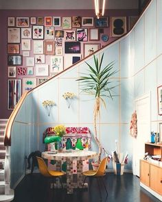 59 New Ideas Stairs Architecture House Design Colorful Interior Design, Colorful Interiors, Home Interior Design, Room Interior, Stair Art, Stair Walls, Design Websites, Maximalist Interior, Stairs Architecture
