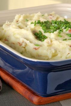 Sour Cream and Chive Mashed Potatoes - Velvety mashed potatoes made ...