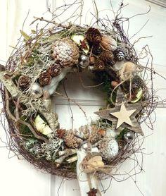 Christmas Candle Decorations, Christmas Flower Arrangements, Christmas Tree Design, Flower Decorations, Christmas Time, Holiday Wreaths, Holiday Crafts, Holiday Decor, Christmas Wonderland