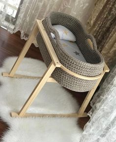 Baby Bassinet, Baby Cribs, Baby Moses, Diy Bebe, Baby Baskets, Baby Sewing Projects, Moses Basket, Baby Furniture, Crochet Home