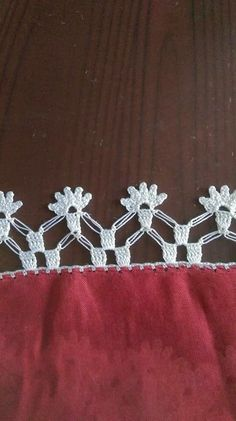 This Pin was discovered by Bur Crochet Boarders, Crochet Lace Edging, Crochet Cross, Crochet Trim, Filet Crochet, Crochet Doilies, Easy Crochet, Doily Patterns, Crochet Patterns