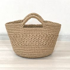 Chunky Crochet, Crochet Top, Straw Tote, Learn To Crochet, Crochet Stitches, Textile Art, Jute, Chokers, Textiles