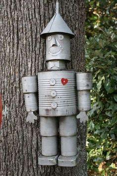 Homme de fer blanc du magicien d'Oz avec des boites de conserve. 17 personnages rigolos à fabriquer pour votre jardin