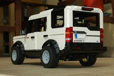 Land Rover in LEGO.
