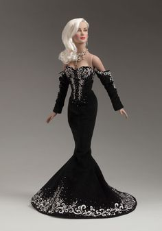 Effanbee (Tonner) Daphne Dimples  Black and White Ball