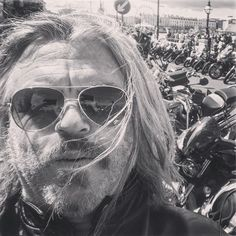 Awesome weekend! Swimming Sunbathing. Drinks on the sundeck riding with @siankatemooney Billy Childish at the new @carlfreedmangallery Margate catching up with very old mates riding out with Margate Throttlers gang @theragandbonemanuk @ridewithjools #diesel #sidestand hanging with all the bikers at #margatemeltdown2019